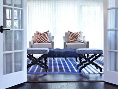 Интерьер гостиной в голубых тонах: благородство и вкус