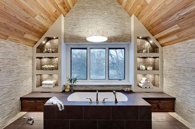 Ванна в мансарде: 11 советов по обустройству